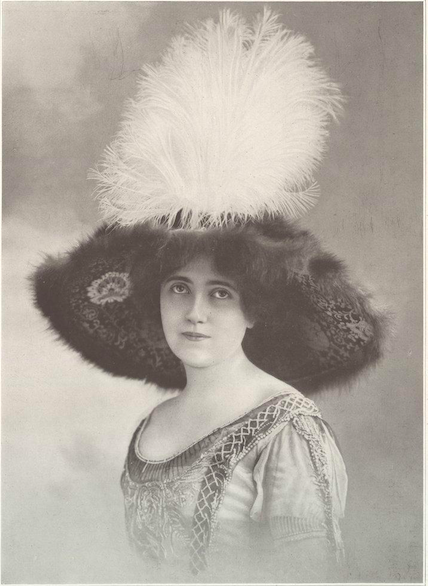 Hat by Alphonsine featured in the October 1911 issue of Les Modes.