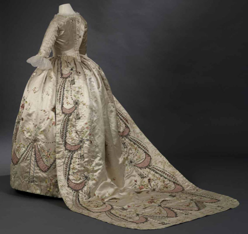 This 1780s court dress, in the collection of Royal Ontario Museum, is thought to have been worn by Marie-Antoinette and a masterpiece of Rose Bertin.
