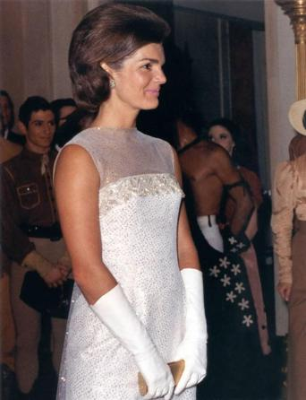 jacqueline_kennedy_after_state_dinner_22_may_1962